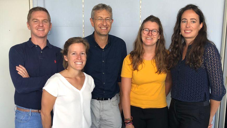 De gauche à droite : Pr Xavier Garric, Pauline La Fay Chirouze, Gonzague Issenmann (le CEO), Elodie Gatouillat, Dr Salomé Leprince.