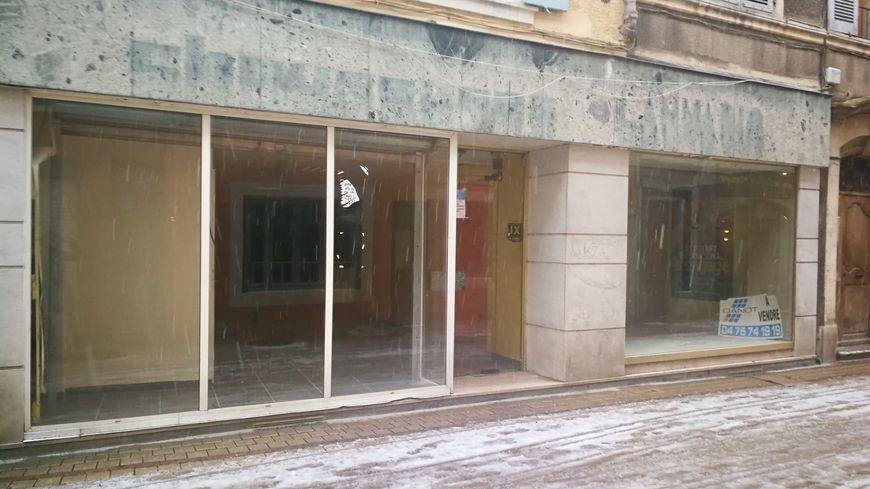 A Crest, un local de 94 mètres carrés va être acheté rue Archinard, grâce à la cagnotte récoltée sur internet.