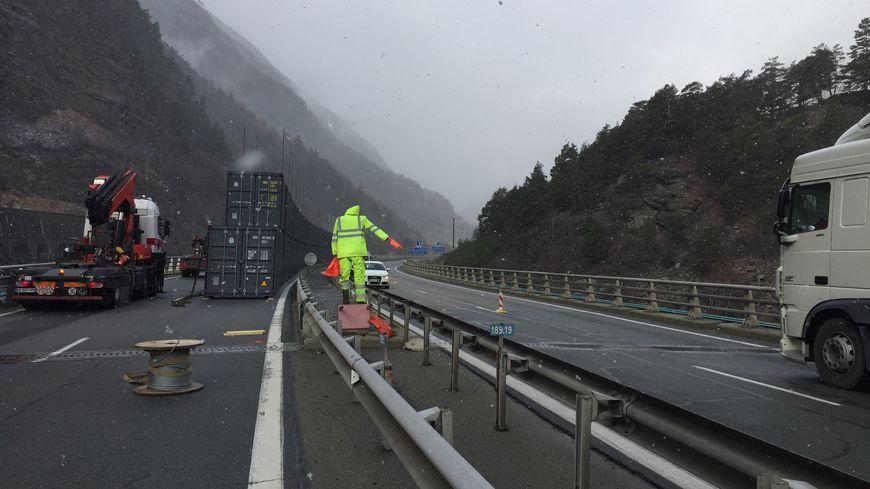 L'autoroute A43 reste ouverte le temps des travaux mais la vitesse sur le secteur est limitée à 50km/h