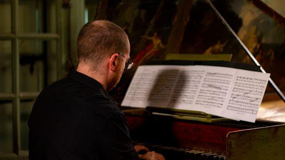 Mathieu Dupouy participe au projet d'enregistrement des 555 sonates de Scarlatti par France Musique.
