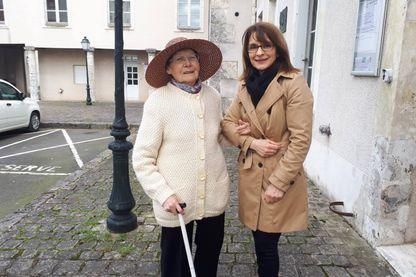 """Sylvie et Geneviève, l'une de ses """"petites personnes"""", comme elle les appelle affectueusement"""