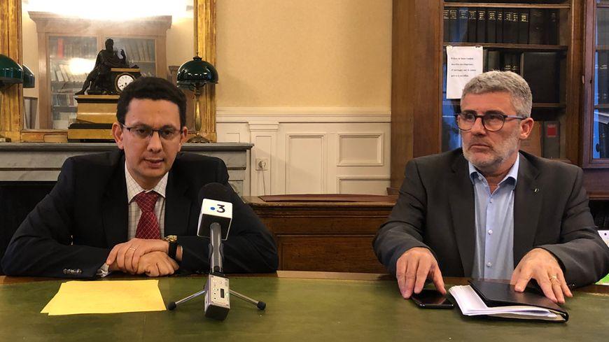 Le procureur de la République de Reims Matthieu Bourrette (à gauche) est revenu sur les faits en conférence de presse.
