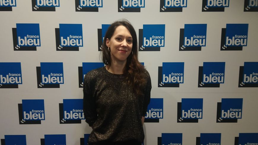Alice Monvaillier dans les studios de France Bleu Lorraine