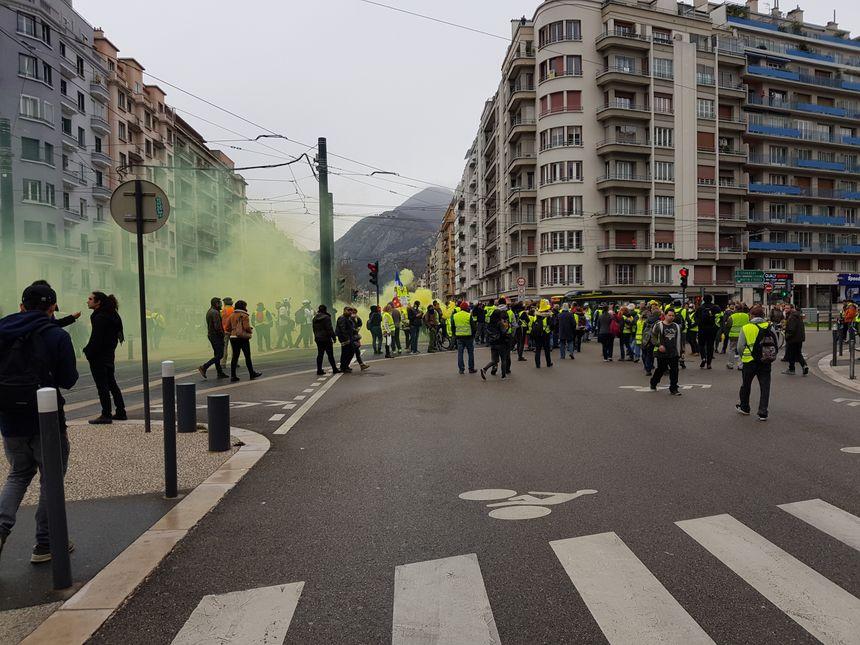 Les gilets jaunes au croisement Hoch - Jean Jaurès