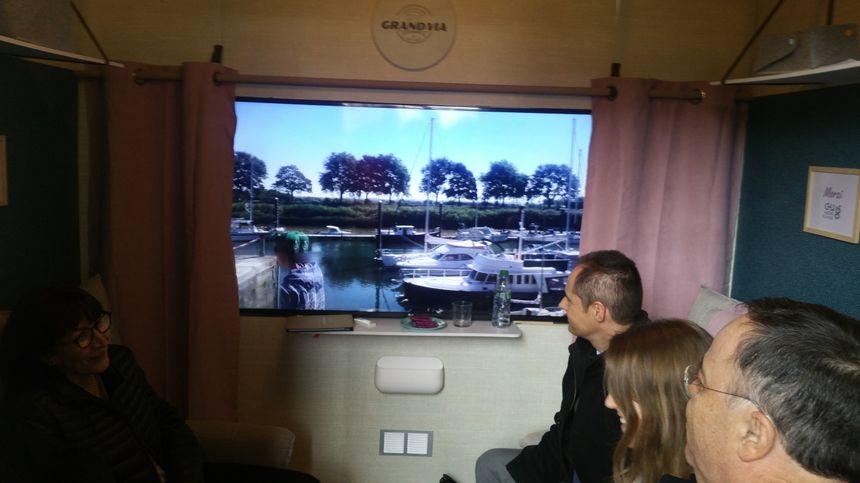 La société Grand'via a reconstitué l'intérieur d'un wagon de train - avec les sons qui vont avec - pour permettre aux patients de s'évader.