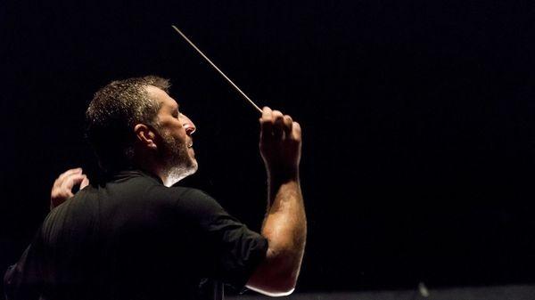 Thomas Adès dirige les choeurs et l'Orchestre de Paris dans Berlioz, Adès et Michael Tippett