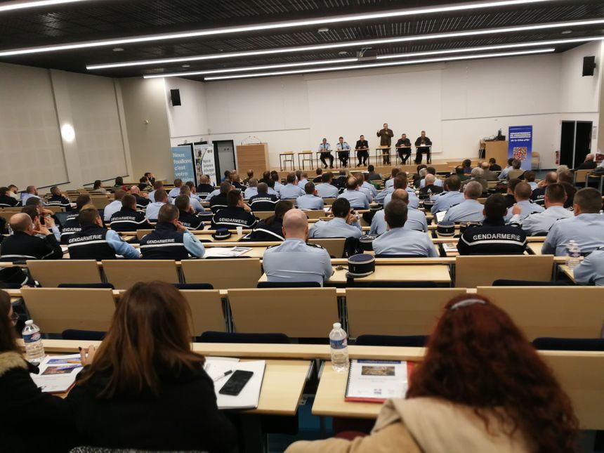 Les participants à ce séminaire étaient nombreux.