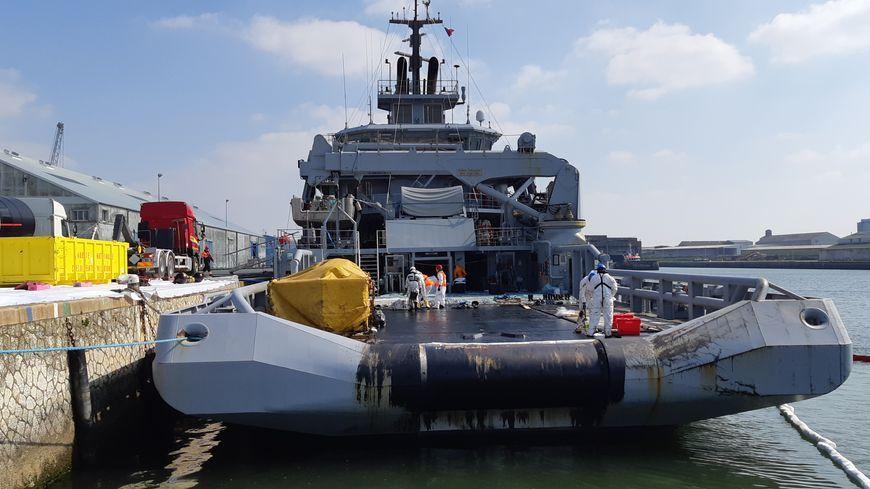 Le navire BSAH Rhône de la Marine nationale au port Atlantqiue de La Rochelle