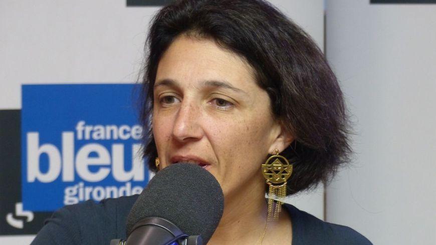 Catherine Fabre dans le studio de France Bleu Gironde.