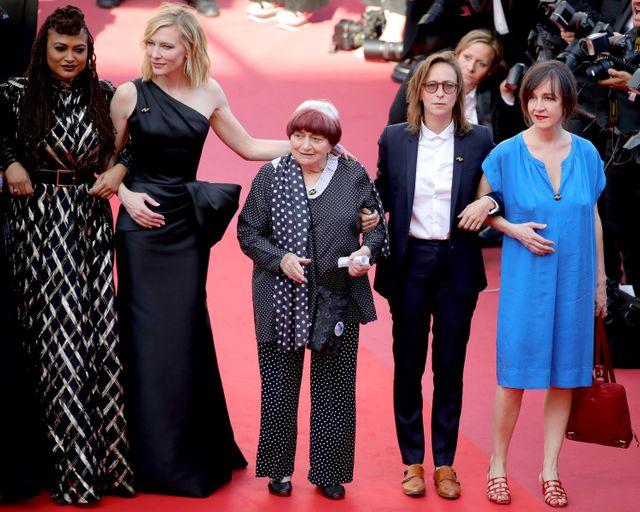 """Au 71ème Festival de Cannes, Agnès Varda a monté les marches avec 82 autres actrices et productrices de cinéma pour réclamer l'""""égalité salariale""""."""