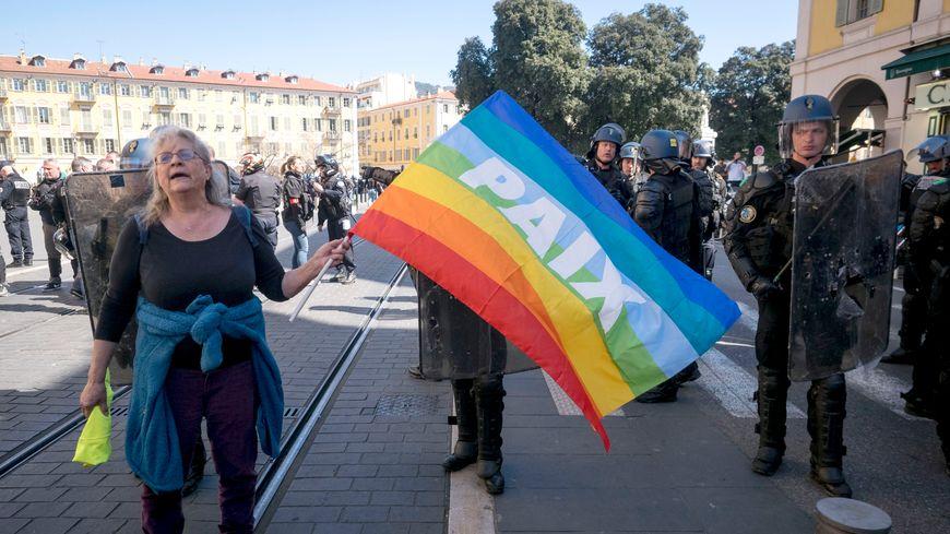 Le militante Geneviève Legay, 73 ans blessée samedi dernier à Nice dans la manifestation des Gilets Jaunes.