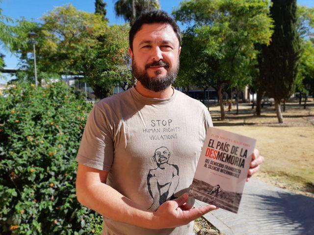 Juan Miguel Baquero, journaliste indépendant, auteur de plusieurs ouvrages sur les crimes du franquisme