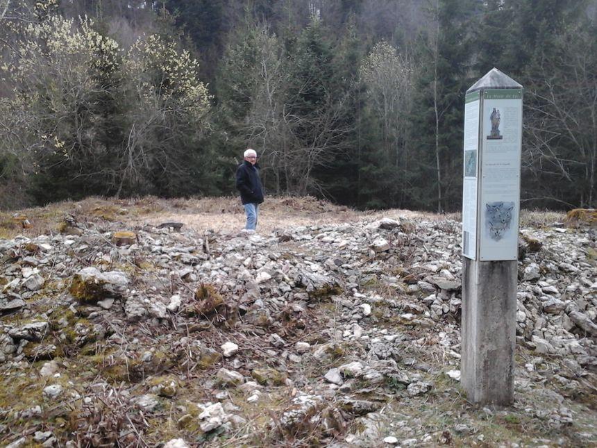 Henri Defrasne sur le site du fortin édifié à l'entrée de a Chaux d'Arlier, comme par hasard entre La Rivière et Nozeroy