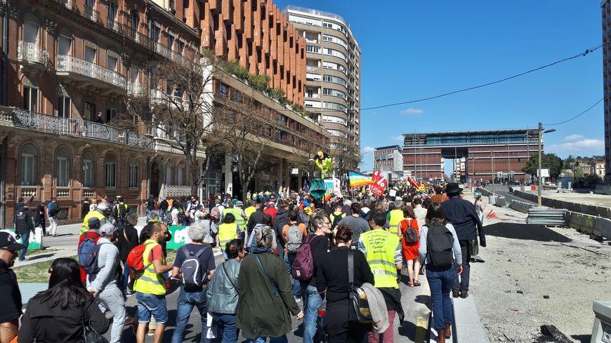 Les manifestants se sont rassemblés en début d'après-midi en bas des allées Jean-Jaurès