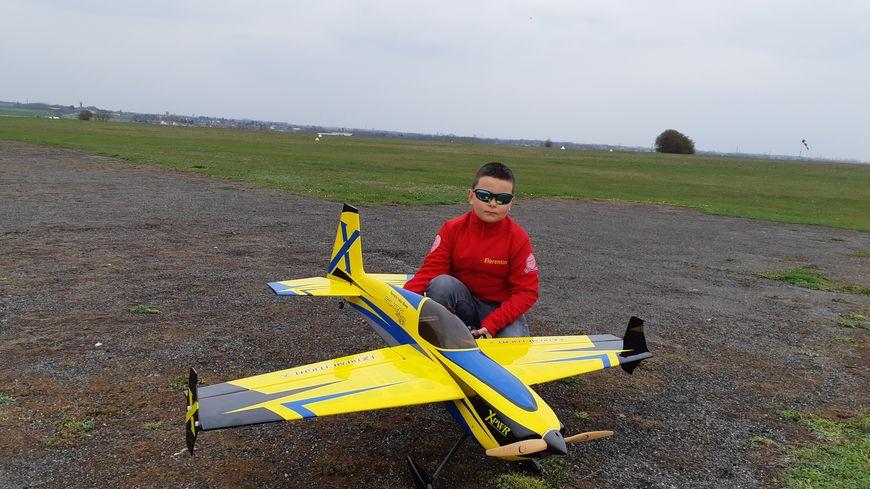 Florentin Taksz-Dhoop, 10 ans, s'entraîne en salle mais aussi en extérieur, à l'aérodrome de Lens-Bénifontaine
