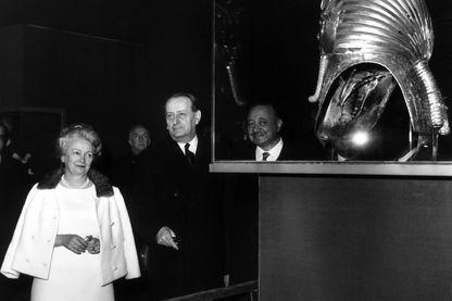 Christiane Desroches Noblecourt et André Malraux lors de l'inauguration de l'exposition Toutankhamon à Paris en 1967