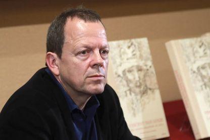 Bernard Comment, écrivain suisse, lors d'une conférence de presse (2016)