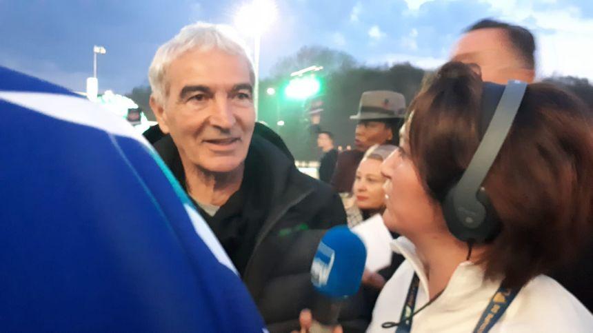 Raymond Domenech avec Lucile Guillotin à la finale de la Coupe de la Ligue.