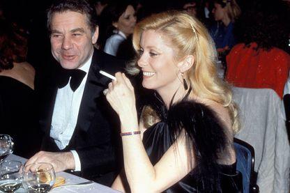 Catherine Deneuve avec son producteur et agent Gérard Lebovici lors d'un dîner après la cérémonie des César en 1982
