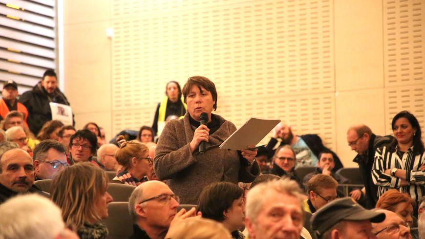 """Des citoyens participant au """"grand débat national"""" le 8 février 2019 à Amiens"""