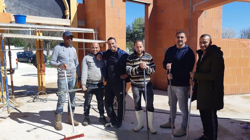 Les bénévoles ont entièrement nettoyé la future mosquée