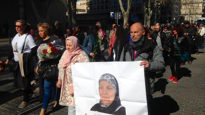 Les proches de Zineb Redouane au premier rang du cortège cours Belsunce à Marseille