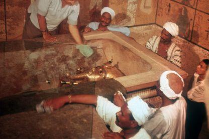 Découverte du tombeau de Toutânkhamon par l'archéologue britannique Howard Carter (le 29 novembre 1922)