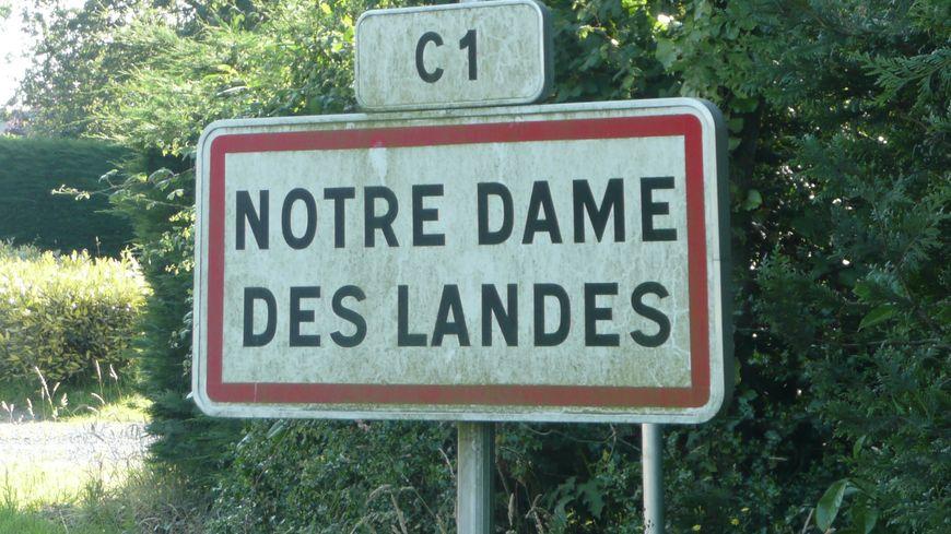 Panneau de la commune de Notre-Dame-des-Landes