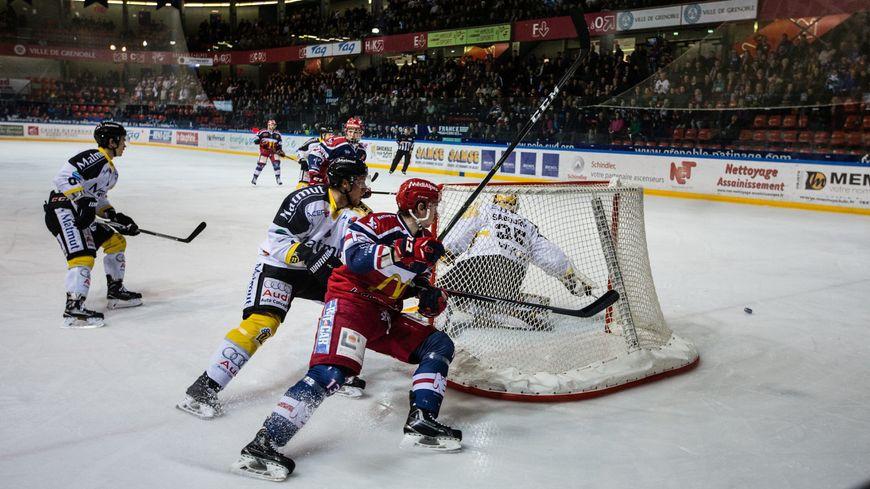 L'an dernier Grenoblois et Rouennais s'étaient déjà rencontrés en finale, Rouen l'avait emporté 4 victoires à 0