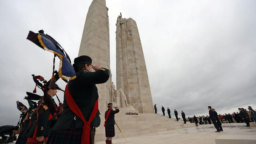 Cérémonie en hommage aux soldats canadiens en présence du Premier Ministre canadien Justin Trudeau, le 10 novembre 2018
