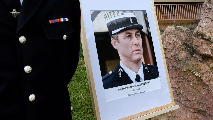 Le portrait du colonel Beltrame, lors d'une cérémonie d'hommage en février dans l'Aude.