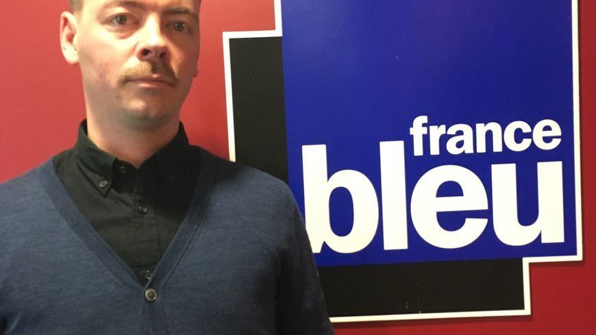 Arnaud Chartier est le caviste du bistrot cave Au Bon Jaja à Bordeaux