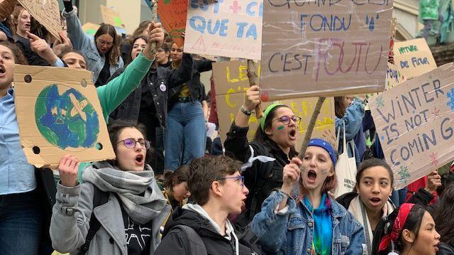 Les lycéens réunis sur la place de l'Hotel de Ville à Saint-Etienne