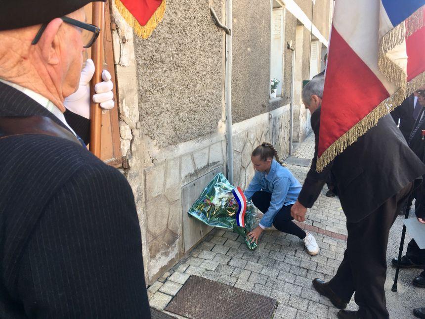 Une gerbe a été déposée devant chacune des 11 stèles dans la ville de Terrasson.