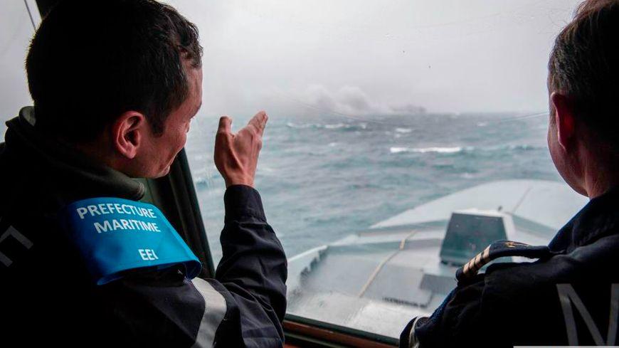 Les équipes de la Préfecture Maritime ne peuvent que constater la disparition du cargo