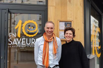 Christophe et Nathalie Gerrier devant leur restaurant