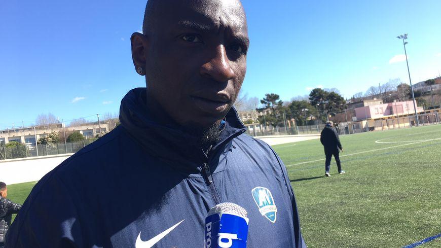 Mamadou Niang, légende l'OM, ici aux manettes à l'entraînement de l'Athletico Marseille
