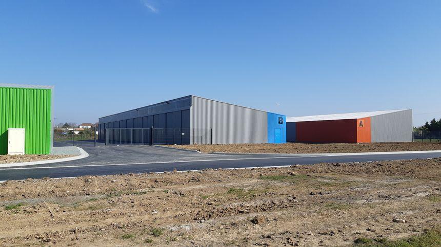 Trois hangars tous neufs accueillent 20 entreprises mytilicoles ou du domaine de la pêche aujourd'hui à Charron