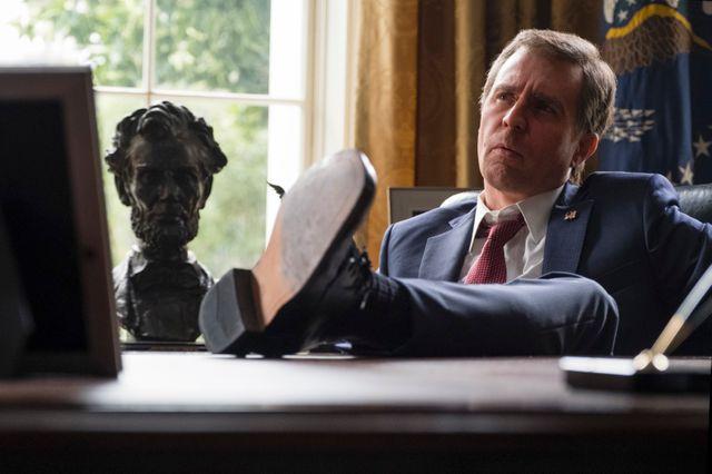 Sam Rockwell, superbe en George W Bush plus bête que nature (du moins on l'espère)