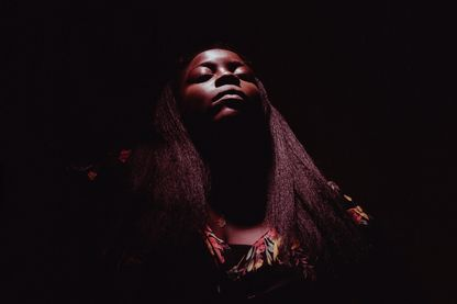 """Walk Through Fire"", premier album de Yola, est produit par Dan Auerbach, membre du groupe The Black Keys"