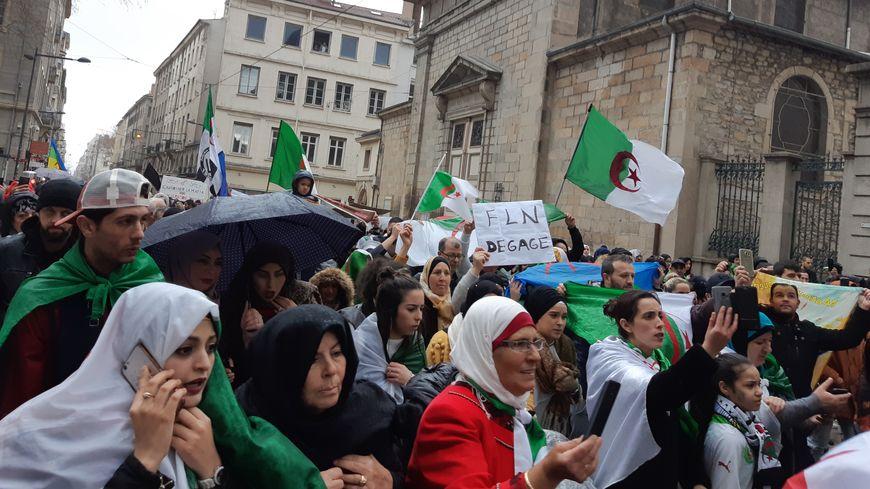 Les Algériens De Saint étienne Restent Mobilisés Pour La Démocratie