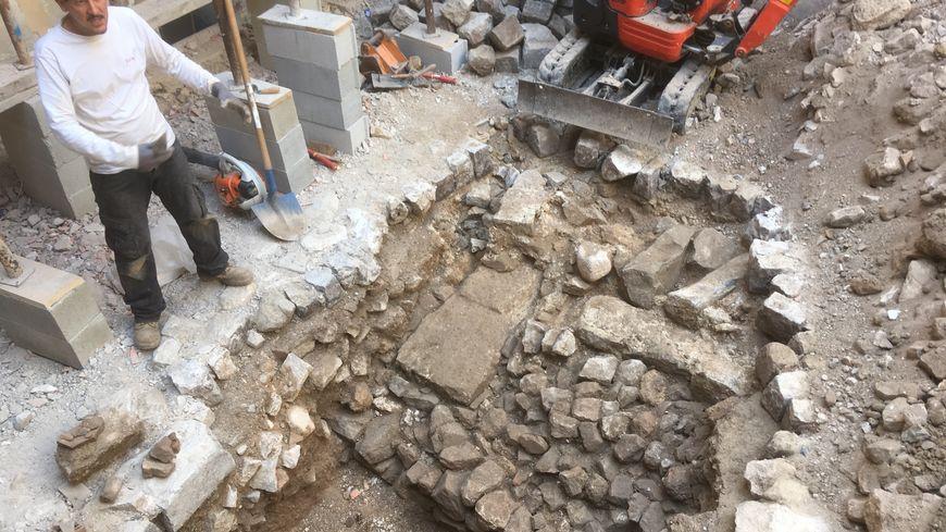 Un mur datant de l'Antiquité a été découvert dans la cour de la cathédrale