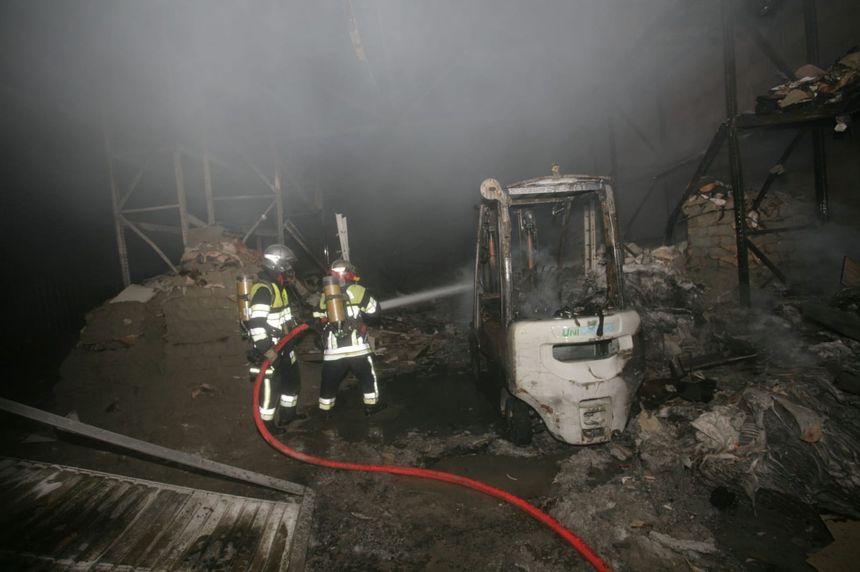 Seuls 150 mètres carrés ont brûlés, sur les 4000 que compte l'entrepôt.