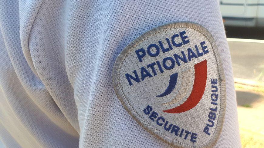 La policière de la sûreté départementale du Rhône est blessée au doigt