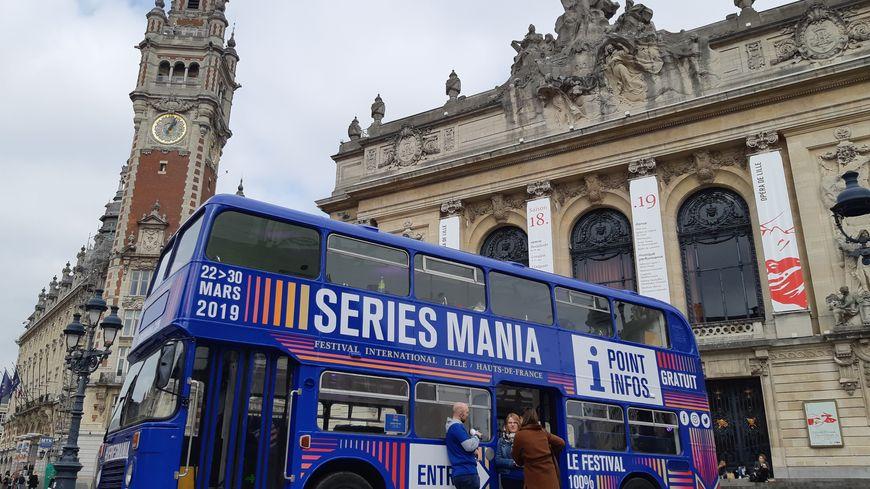 Le bus Séries Mania installé dans le centre-ville de Lille