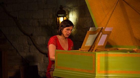 Violaine Cochard (clavecin) joue Scarlatti dans le cadre de l'enregistrement de l'intégrale des sonates par France Musique au château d'Ampelle (Gers) le 19 juillet 2019.