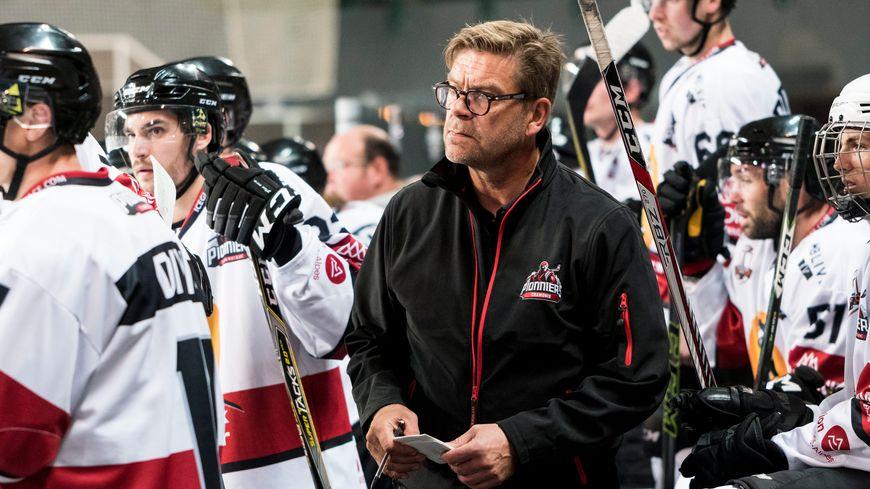 Heikki Leime a également occupé le poste d'entraîneur de l'équipe de France de hockey sur glace de 2000 à 2005.