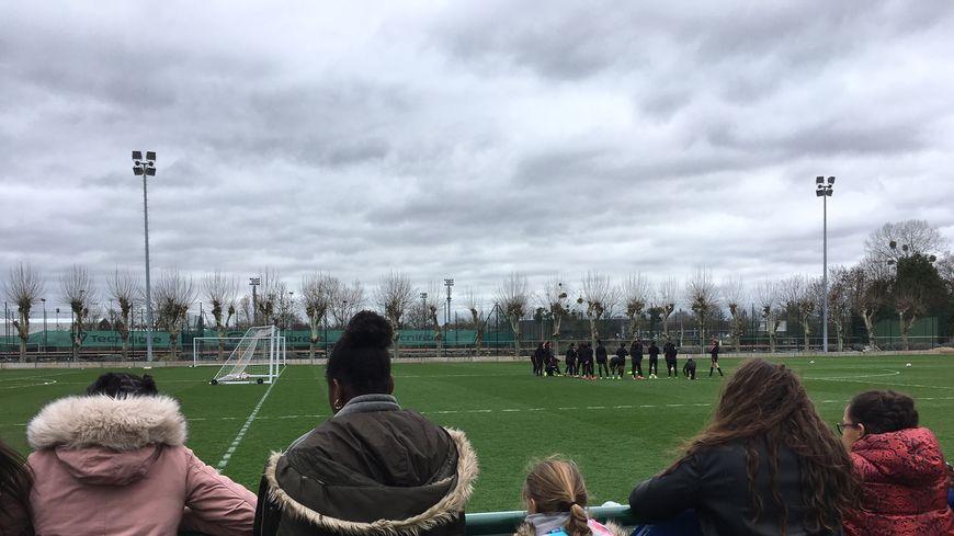 Entraînement des Féminines du PSG devant les optionnaires football du Collège Guy Môquet de Gennevilliers