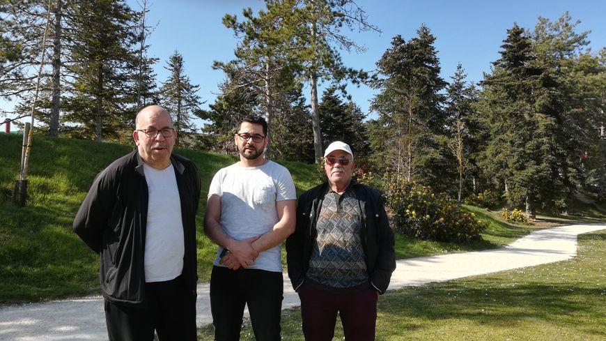 Bouazza, Ben et Ada observent la crise en Algérie depuis Issoudun