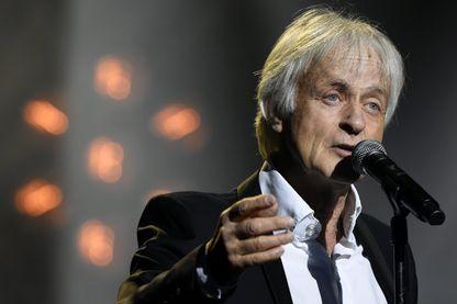 """Le chanteur Dave, lors du spectacle """"Age tendre - La tournée des idoles"""" le 19 janvier 2018, au Zénith du Grand Nancy."""